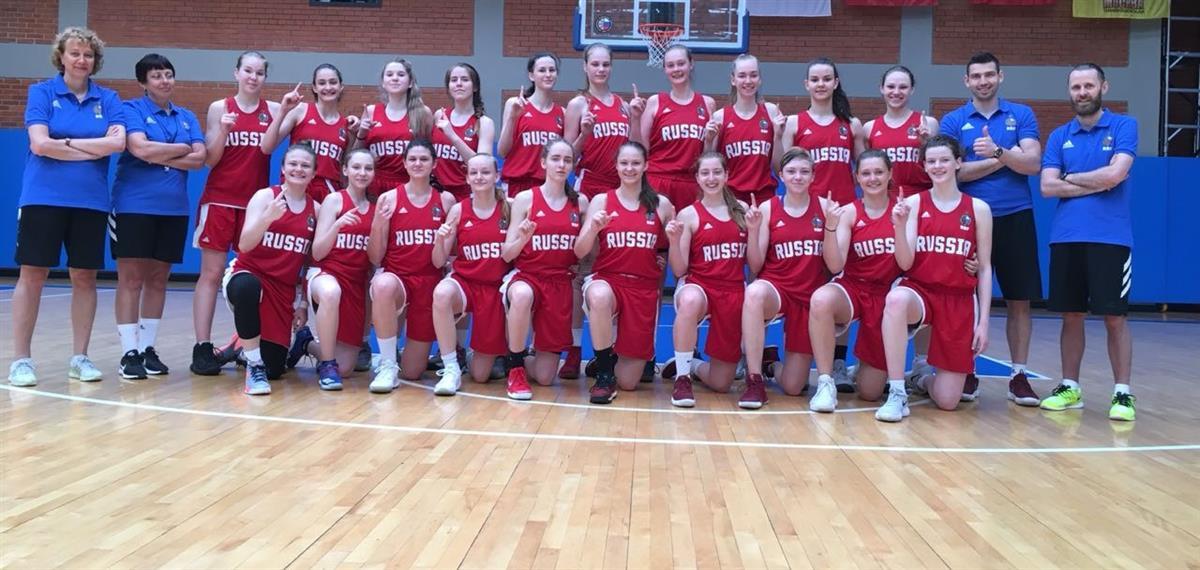 В Сочи на базе спортивного комплекса «Юность» стартовал сбор юниорской команды девушек «до 16 лет», в которую вошли 7 игроков из Москвы