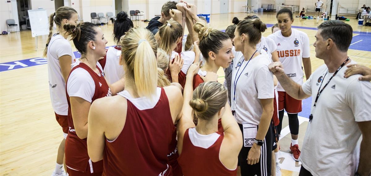 В женскую национальную сборную приглашены 16 игроков