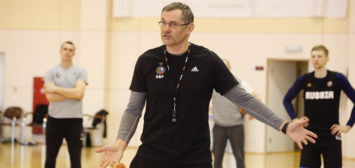 Сергей Базаревич: «Как-то на тренировке в клубе у меня было 6 человек. В сборной хотя бы такого не случилось»